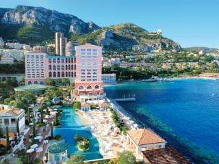 Mobilité verte :  Le Monte-Carlo Bay Hotel & Resort; Resort a choisi Power Zone, la première borne de recharge universelle ultra-rapide et verte proposée par la SMEG